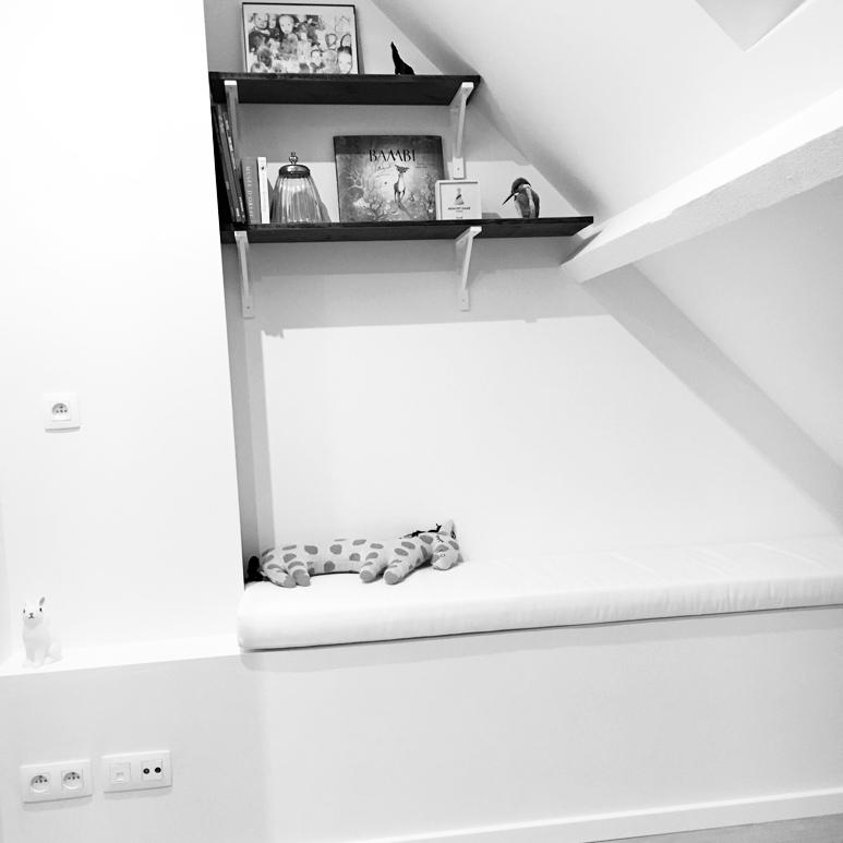 room-view-bookshelf